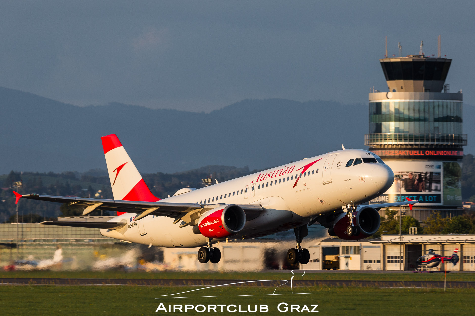 Austrian Airlines Airbus 320-214 OE-LBW