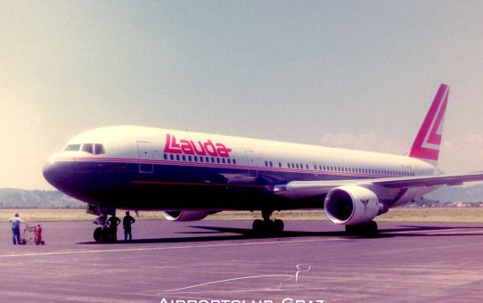 Lauda Air Boeing 767 Erstlandung