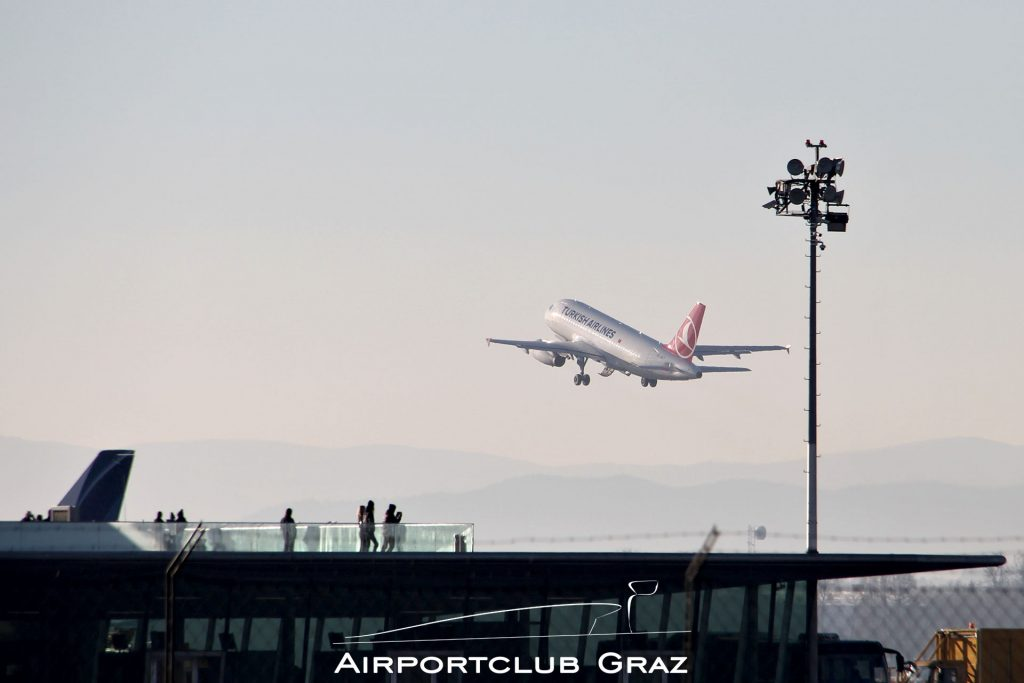 Turkish Airlines Airbus 319-132 TC-JLT
