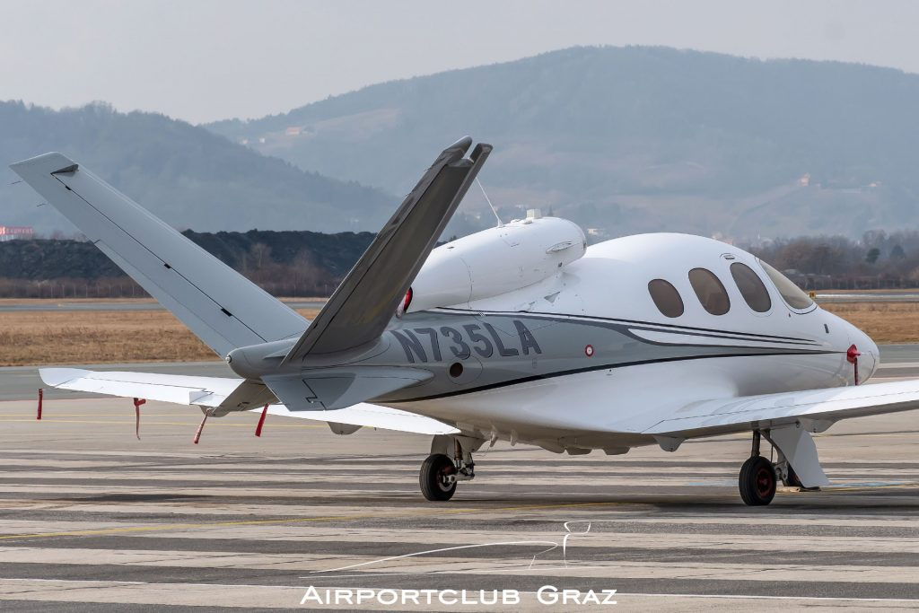 Cirrus Vision SF50 N735LA