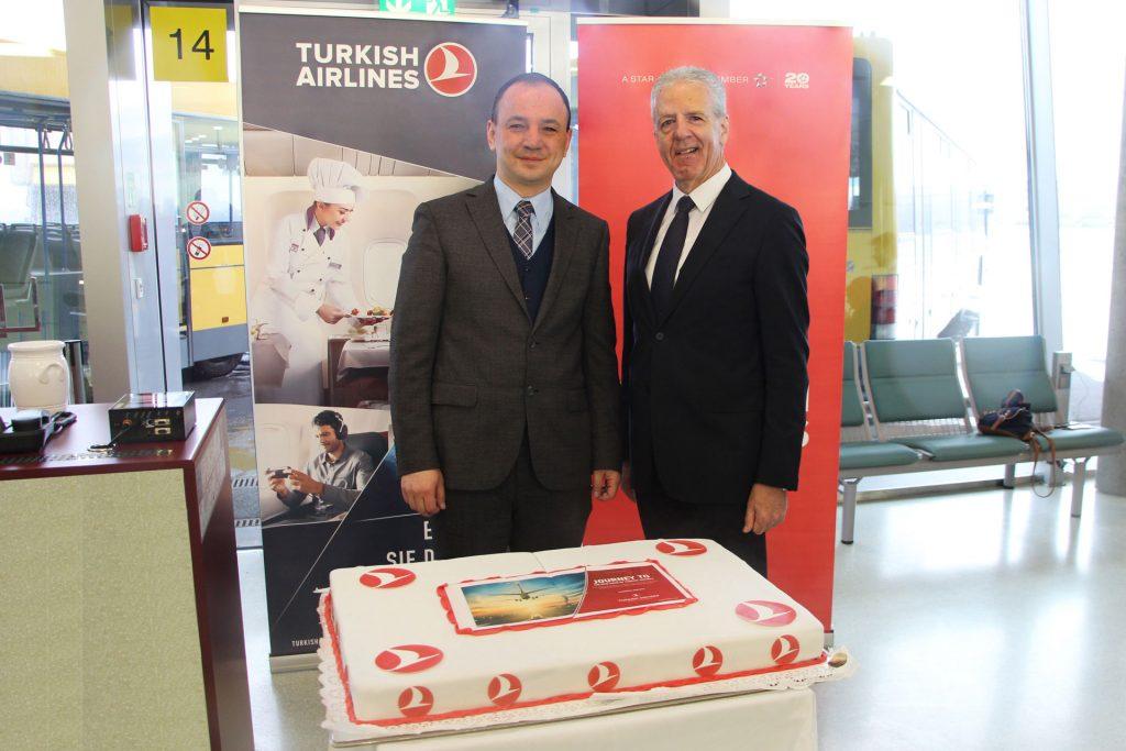 © Flughafen Graz Hüseyin Güzel, Turkish Airlines General Manager Graz und Mag. Gerhard Widmann