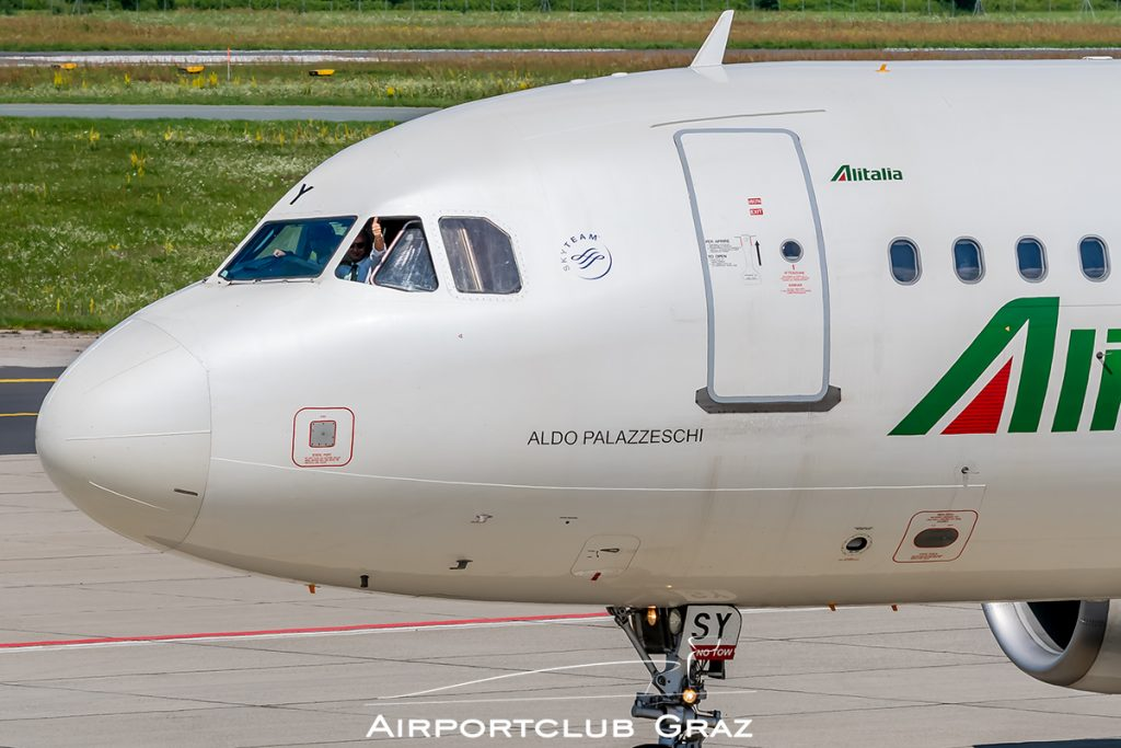 Alitalia Airbus A320-216 EI-DSY