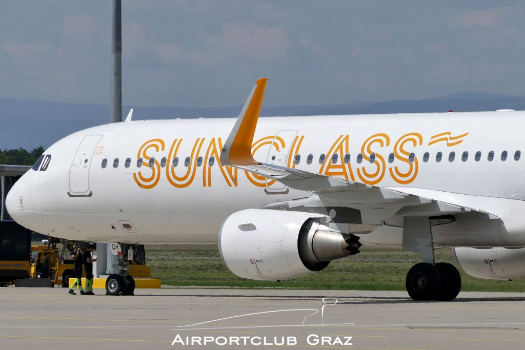 Sunclass Airlines Airbus A321-211 OY-TCH