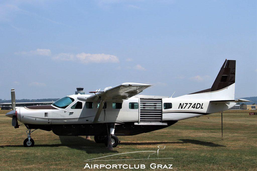 Cessna 208B Grand Caravan N774DL